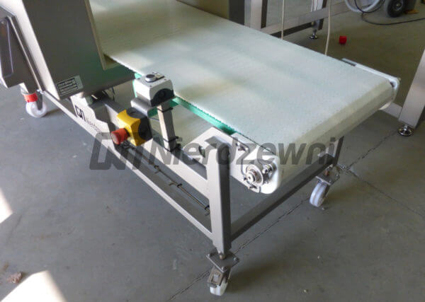 Przenośnik z detektorem metalu detektor taśmowy
